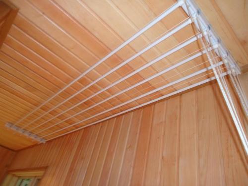 Вешалки для сушки белья на балкон